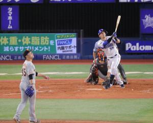 3回1死一、二塁、左越えに28号3ランを放ったソト(投手・今村信貴)(カメラ・池内 雅彦)