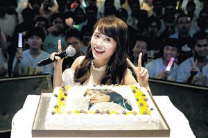 3000人と誕生日を祝った逢田梨香子
