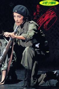 眼光鋭く伝説の革命家チェ・ゲバラを演じる専科・轟悠(東京・日本青年館ホール公演から)