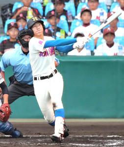 7回1死、花咲徳栄・菅原謙伸が同点となる左越えソロ本塁打を放つ