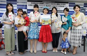 イベントに訪れた女流棋士の(左から)上川香織、本田小百合、中倉彰子、福山知紗アナ、中倉宏美、井道千尋、矢内理絵子