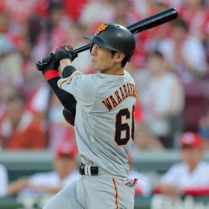 1回2死満塁、左前に2点打を放つ若林晃弘