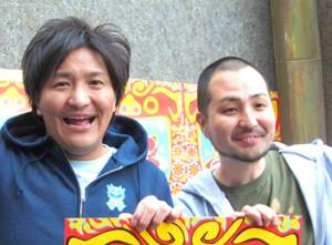 スリムクラブの真栄田賢(左)、内間政成