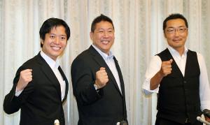 「NHKをぶっ壊す!」と声をそろえた(左から)丸山穂高衆院議員、立花孝志党首、上杉隆幹事長
