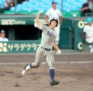 9回無死一塁、2ランを放った敦賀気比・杉田