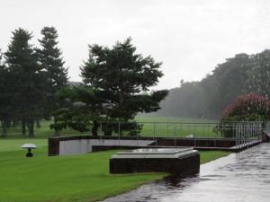 埼玉・霞ケ関CCでの東京五輪テスト大会の日本ジュニアは雷雲接近で再中断中