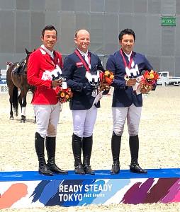 テスト大会で、(左から)2位の北島隆三、優勝のミヒャエル・ ユング、3位の大岩義明