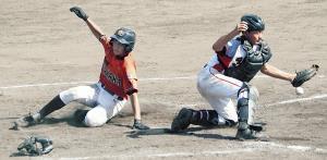 西岡山は3回、内野ゴロで三塁走者の三村が生還し、勝ち越す