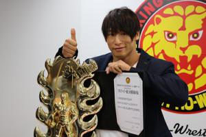 G1優勝一夜明け会見で東京ドーム大会でのIWGPヘビー級、インターコンチネンタル両王座への2日連続挑戦を表明した飯伏幸太