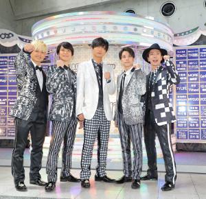 コンサート前に気合を入れるA.B.C-Zの(左から)塚田僚一、戸塚祥太、橋本良亮、五関晃一、河合郁人