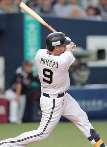 3回無死三塁、ステフェン・ロメロが左越えに追加点となる適時二塁打を放つ