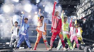 a-nationに出演したDA PUMPの(左から)KENZO、YORI、U-YEAH、ISSA、KIMI、DAICHI、TOMO