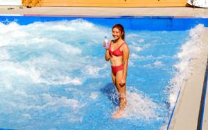 都内でサーフィン教室を行った松田詩野