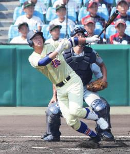 2回、満塁本塁打を放つ星稜・今井秀輔
