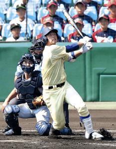 2回1死、星稜・今井が左越え満塁本塁打を放つ(カメラ・馬場 秀則)