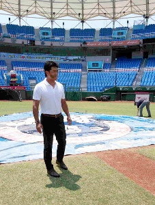 プレミア12で2試合を行う桃園国際野球場を視察するなど、精力的に動いた侍ジャパンの稲葉監督(台湾・桃園で)
