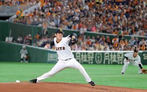 闘志むき出しの投球を見せる巨人・桜井俊貴