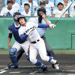 1回無死、履正社・桃谷が中越えに三塁打を放つ(カメラ・豊田 秀一)