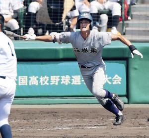 花巻東・向久保は9日の鳴門戦7回、右中間に二塁打を放った