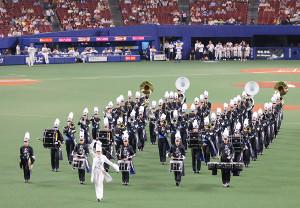 試合前、「愛知東邦大学吹奏楽団」と「東邦高等学校マーチングバンド部」の合同編成による「TOHO MARCHING BAND」が演奏を披露した(カメラ・竜田 卓)