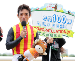 ストームリッパーでレースを制してJRA年間100勝を達成した川田将雅騎手