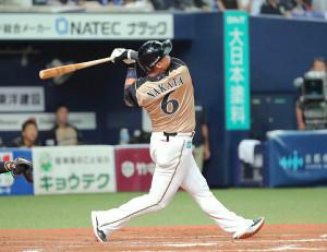 7回1死一塁、中田翔はエンタイトルツーベースを放つ