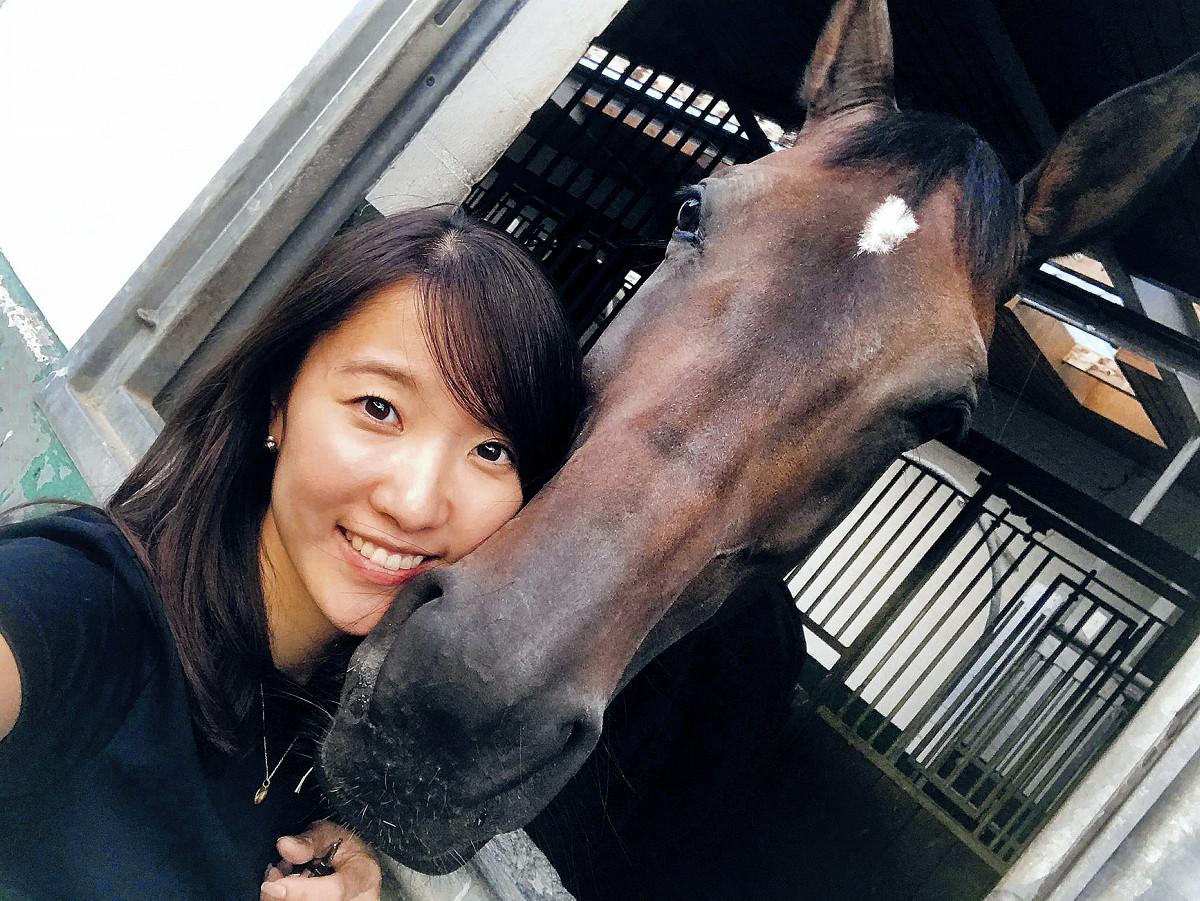 高田茉莉亜は馬場馬術の普及のため、選手と広報の二刀流で活躍中