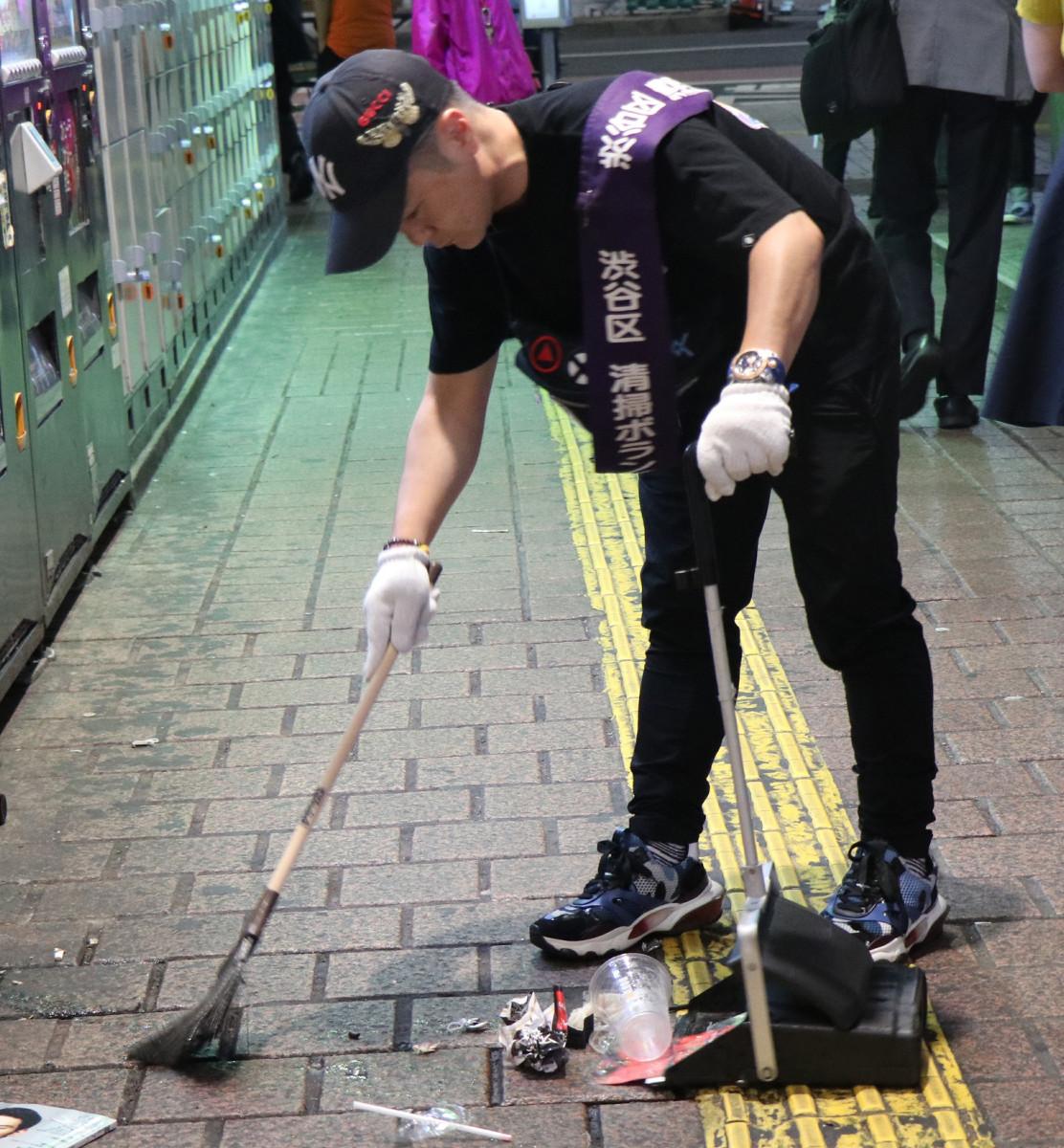 【悲報】 カラテカ入江さん、イベント会社廃業 清掃業に転身wwwwwwwwwwwwww