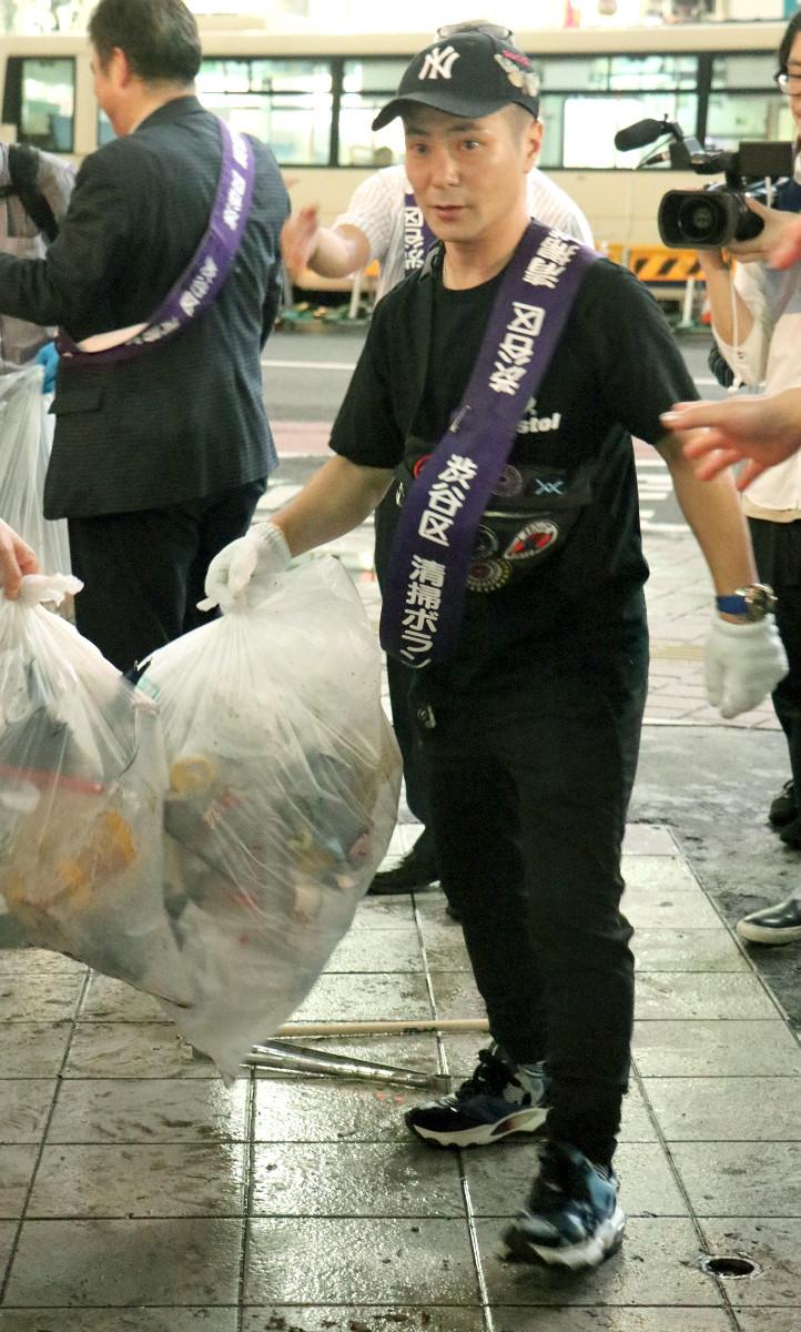 清掃活動に参加したカラテカ入江慎也