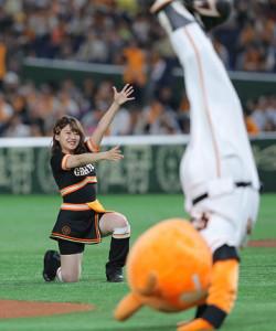 「ヴィーナス」の一員としてダンスを披露した日本テレビ・尾崎里紗アナウンサー