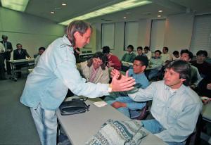 1994年、退団が決まったアルシンドがレオナルドに別れの挨拶