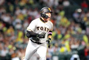 7回2死一、二塁、右前に勝ち越し打を放ち、ほえる丸(カメラ・石田 順平)