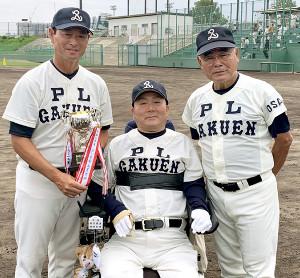 マスターズ甲子園出場を決め、笑顔を見せるPL学園OBの(左から)桑田真澄氏、清水哲氏、中村順司氏