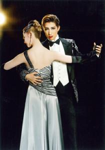 「NICE GUY!-その男、Sによる法則」真風涼帆(右)と星風まどか(C)宝塚歌劇団