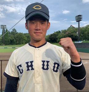 7回、公式戦初本塁打を放った中大・高橋