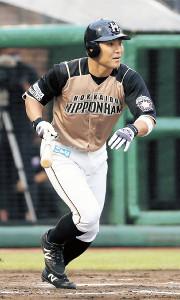 8回2死三塁、右前に適時打を放った日本ハム・田中賢(カメラ・越川 亘)
