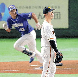 8回2死一、三塁、石垣(左)に二塁打を打たれた中川