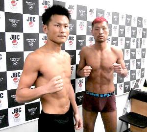 日本ウエルター級王座戦で初防衛を狙う永野(左)と挑戦者の川崎
