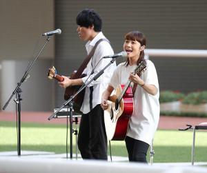 レース後にパドックで矢井田瞳ライブが行われた (カメラ・豊田 秀一)