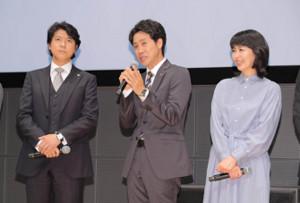 「ノーサイド・ゲーム」出演の(左から)上川隆也、大泉洋、松たか子