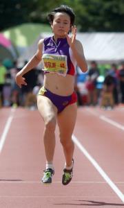 北海道ハイテクAC杯の女子100メートルで自己新を出し初優勝した御家瀬