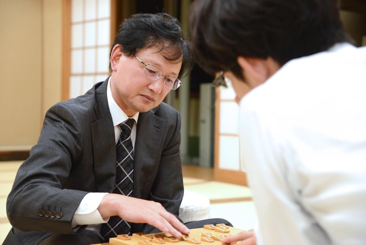 8月9日、最後の対局を終えて感想戦に臨む高田尚平七段(提供・日本将棋連盟)