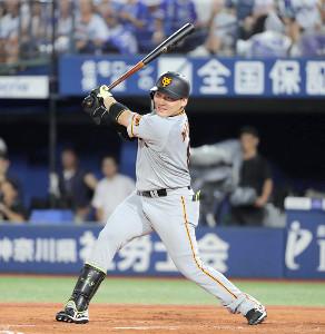 3回2死一、二塁、丸佳浩が左越えに同点二塁打を放つ