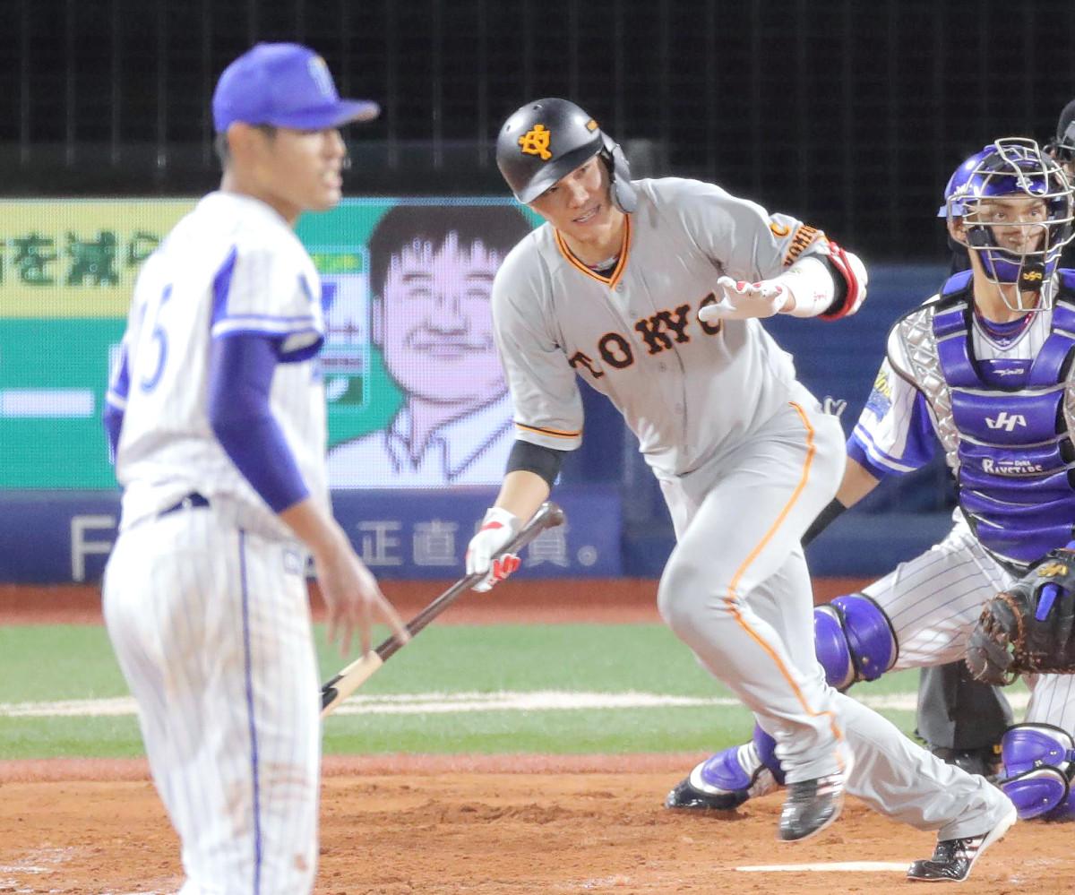 5回2死二塁、左前適時打を放つ坂本勇人