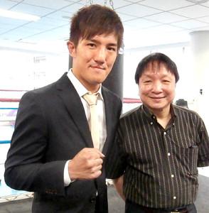 WBOアジアパシフィックスーパーライト級王座決定戦に臨むことが決まった井上浩樹(左)(右は大橋会長)