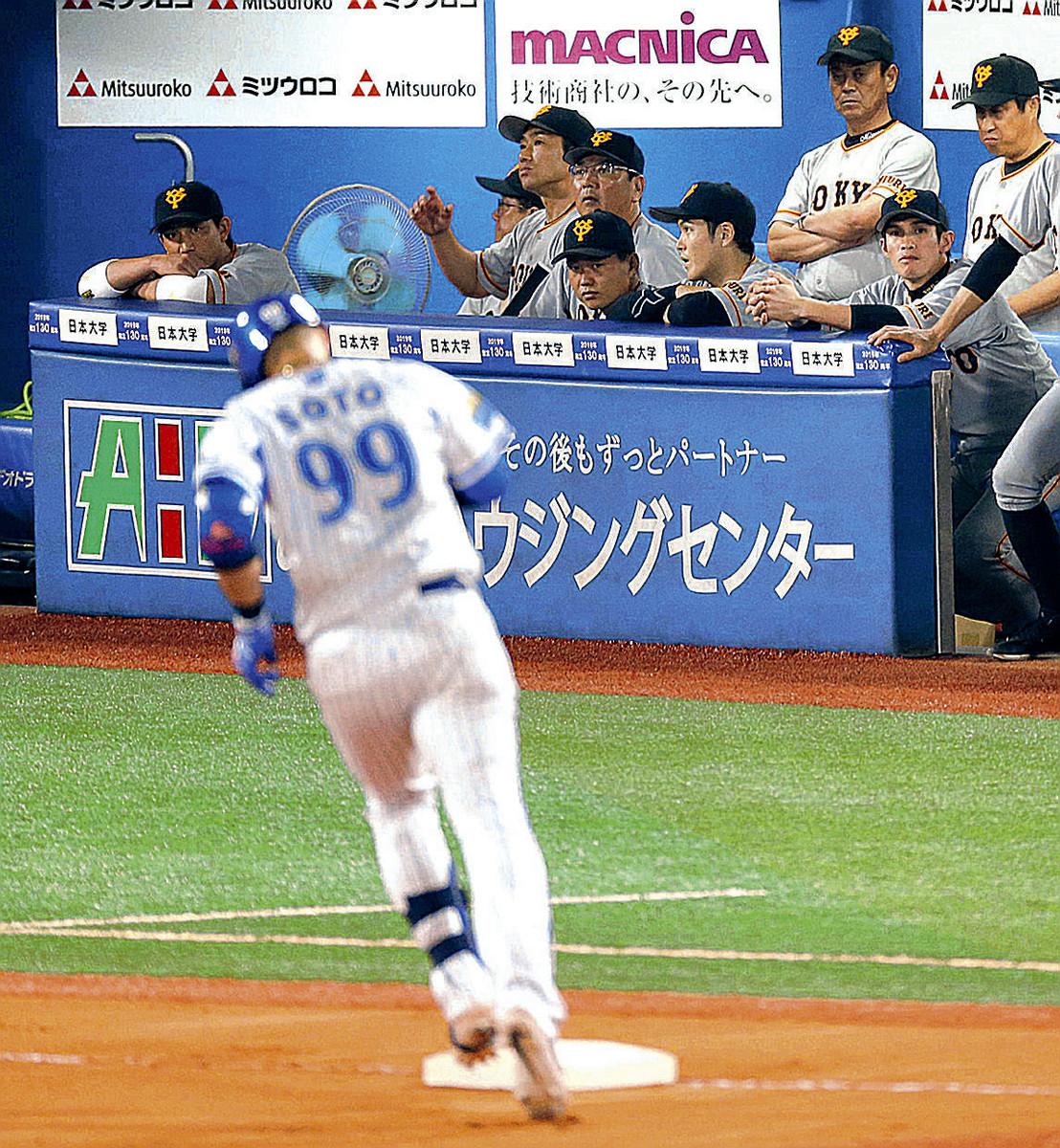 8回2死一塁、ソトに3本目の本塁打を打たれ静まり返る巨人ベンチ