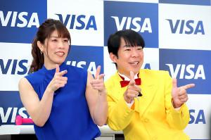 吉田沙保里さんはダンディ坂野が編み出した「キャッシュレスポーズ」を決める