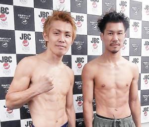 日本スーパーバンタム級王座最強挑戦者決定戦に臨む田村亮一(右)と古橋岳也