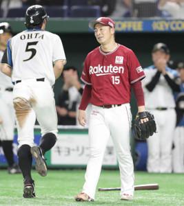 3回無死二、三塁、中翔の左犠飛で三塁走者の大田が生還し、肩を落とす先発の美馬(カメラ・関口 俊明)