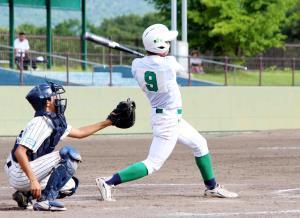 4回2死一、二塁から浜寺・木村がコールド勝ちとなる2点二塁打を放った